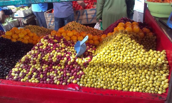 Gemüsemarkt in Marokko- welche Olivenfarbe darf es sein?
